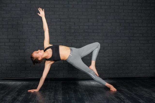 Five Easy Yoga Asanas For a Flat Tummy